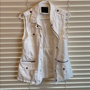 White vest Love Tree brand. NWOT.